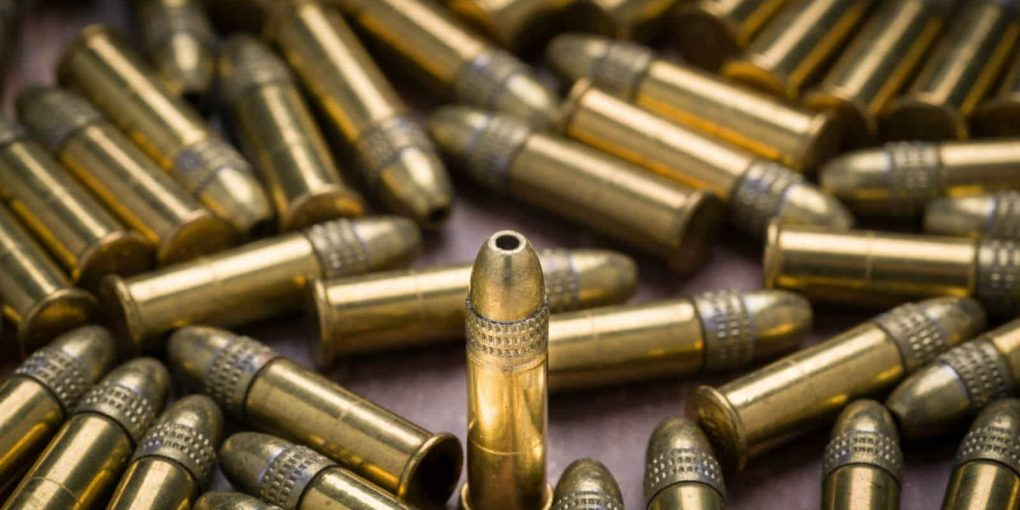 what is the main difference between centerfire and rimfire ammunition