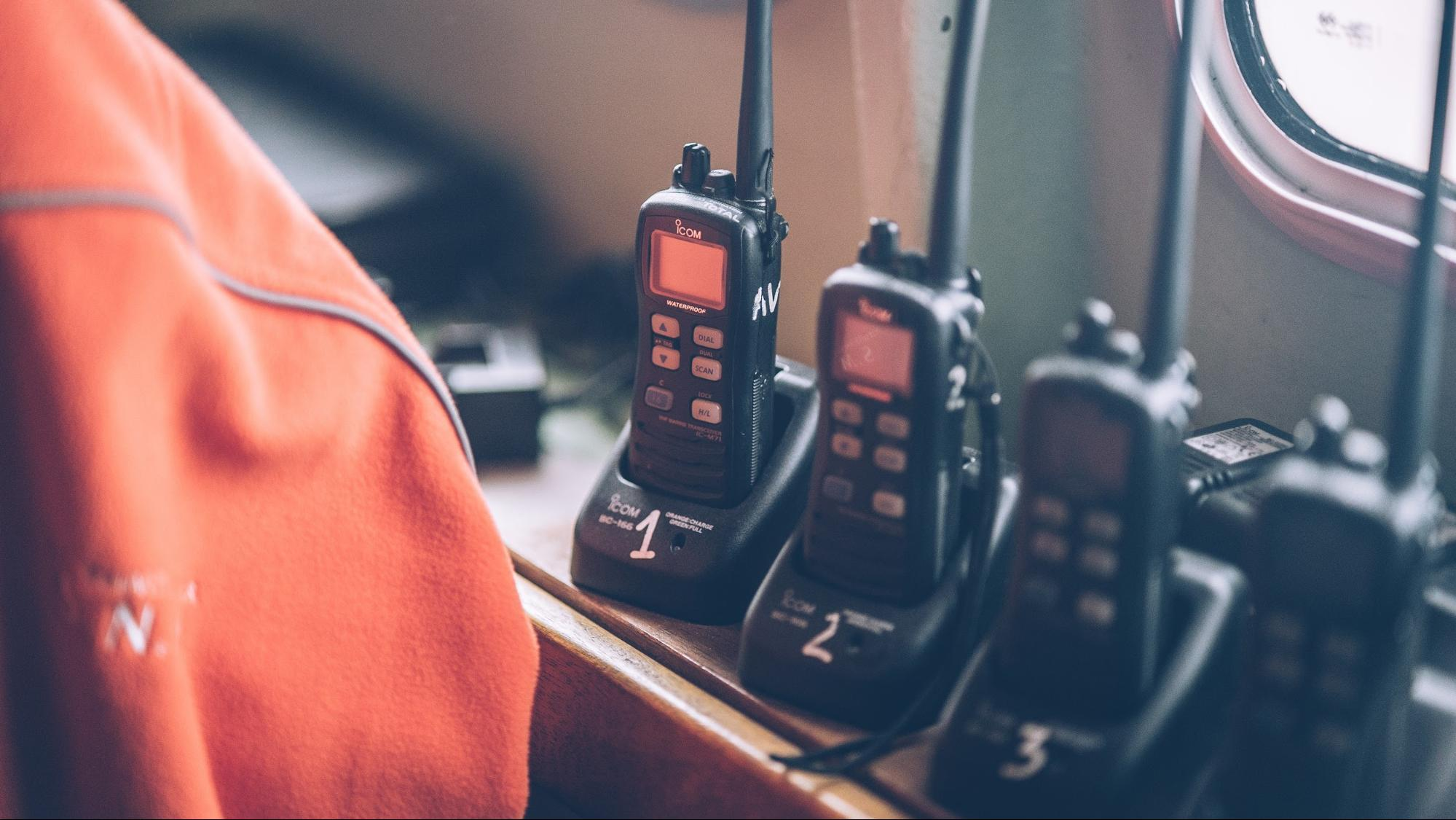 Ultimate Buyers' Guide to find the Best Walkie Talkies for Hunting